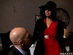 Соблазнительная госпожа трахается на офисе