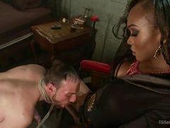 Она ведет своего раба за член