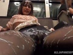 Японская шлюха вся покрыта спермой после поездки на поезде