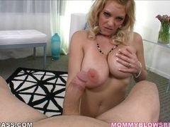 Сексуальная мамочка Charlee Chase рада высосать член!