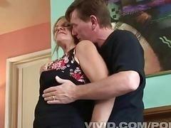 Похотливая старушка трахается с молодым человеком