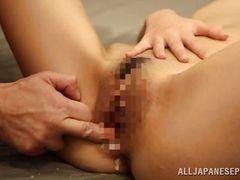 Японская брюнетка наполнена спермой