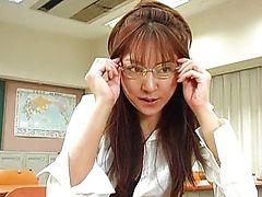 Студентка Manami Suzuki трахается с учителем