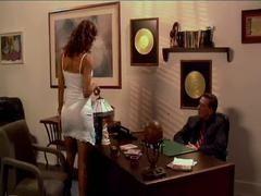 Шикарная Monique Fuentes трахалась в офисе