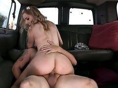 Lexi Belle с сочной попкой оседлала член в машине