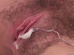 Сперма на ее губах киски