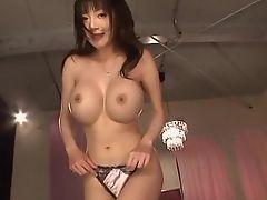 Японская брюнетка великолепной формы