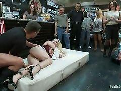Блондинка, униженная и трахнувшая жестко