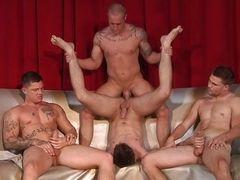 Сексуальные геи Jimmy Johnson, Sebastian Young, Duncan Black и Cameron Knight трахаются вместе